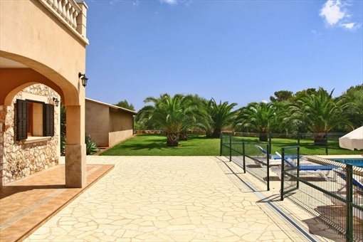 Country house with pool in Es llombards
