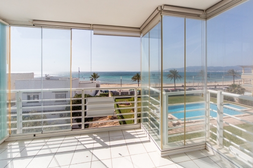 Light-flooded flat nearby the sea with roof terrace and community pool