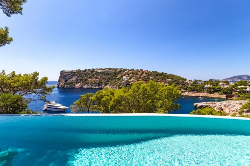 Luxury villa in the Cala Marmacen with direct sea access