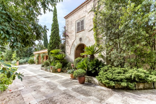 Large villa in tranquil botanical gardens close to Alaro with pool and separate apartment