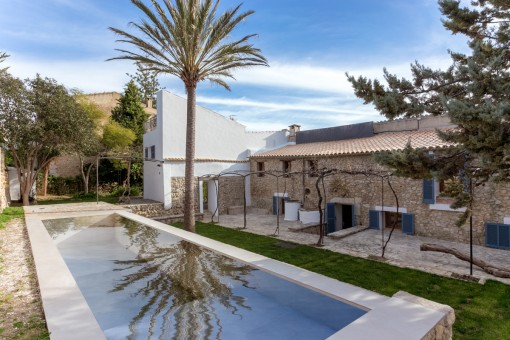 Spacious, wonderfully-renovated house in Selva with pool, garage and separate apartment