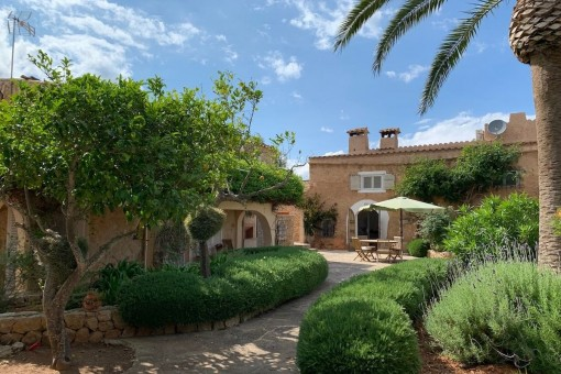 Charming finca in Cas Concos with a beautiful garden and pool