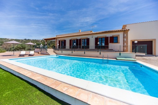 Mediterranean country house with panoramic views, in Puntiro