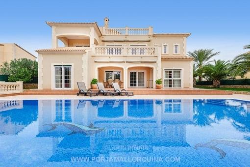 Top villa mit meerblick in vallgornera - Huis design met zwembad ...