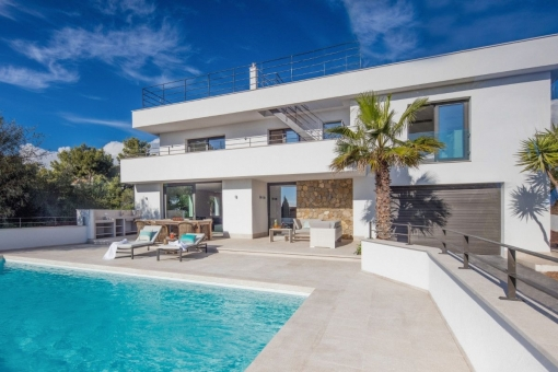 Modern, high-quality villa with sea views from...