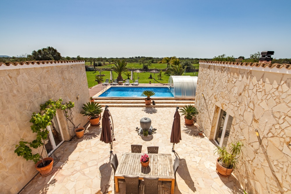 Beautiful finca with 2 separate living areas...