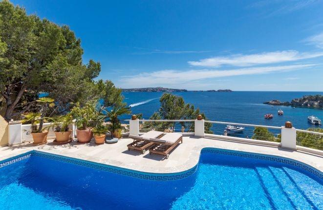 Wonderful Otzoup Villa with stunning sea views...
