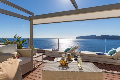 Luxurious penthouse with fantastic sea views...