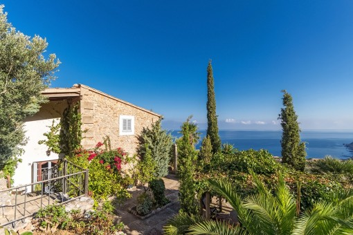 Unique property with spectacular views of the sea