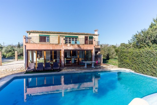 Charming rustic style 3-bedroomed house with pool, terrace and fantastic views in Pollensa