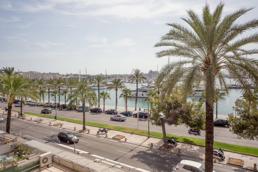 Modern apartment right on the sea with views of the harbour of Palma