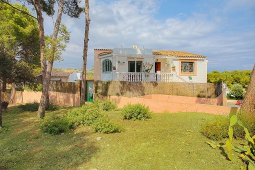 House with terrace and pool only 300 metres from the sea in Portals Nous