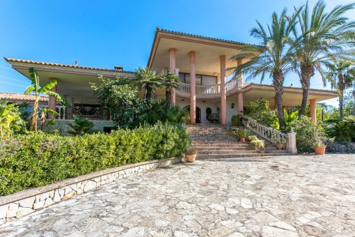 Hollywood in Mallorca - magnificent and charming: Villa in Inca with lots of marble, large terraces, a very private location and sweeping views, requiring renovation
