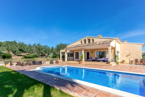 Luxurious villa with pool and spectacular views from Alcudia as far as the bay of Palma