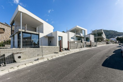 Modern-style villa in an excellent neighbourhood with views over the bay of Pollensa and shortly before completion