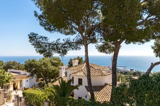 Spectacular villa with sea views as far as the bay of Palmanova