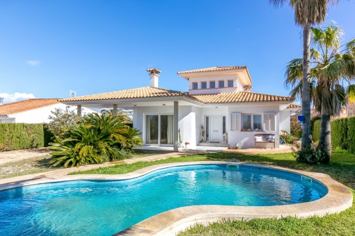 Spacious chalet on the sercond sea line in Sa...