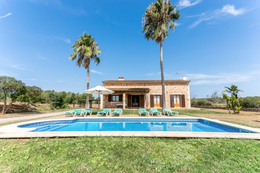 Mallorcan finca with pool and holiday renting licence in Campos