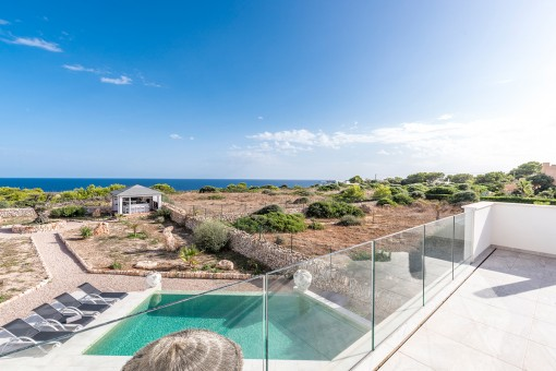 Wonderful newly-built villa on the first sea line with sea views as far as the island of Cabrera in Cala Llombards