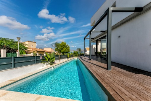 Modern, stylish, newly-built villa with pool and sea views above the marina of Bonaire