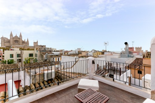 Pretty little old-town apartment in Palma with 3 terraces and views over the whole town and the sea