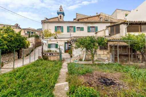 Village house with beautiful views of the valley in Valldemossa