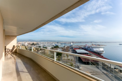 Modern luxury-apartment on the Paseo Maritimo with breathtaking views of the sea, the harbour and the cathedral