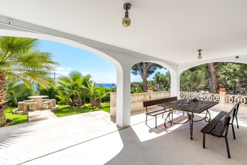 Wonderful garden apartment with sea views and other features in Cala Vinyes