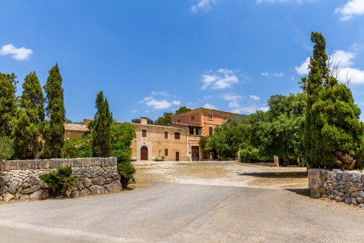 Magnificent manor house with horse stables in Felanitx