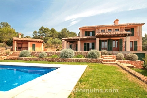 Noble finca with breathtaking views over the Bay of Palma, in Puntiro