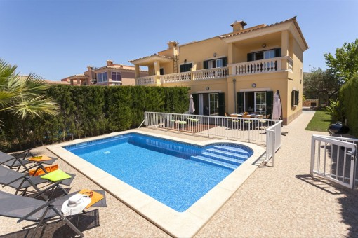 Well maintained, stylish semi-detached house with holiday rental license in Puig de Ros