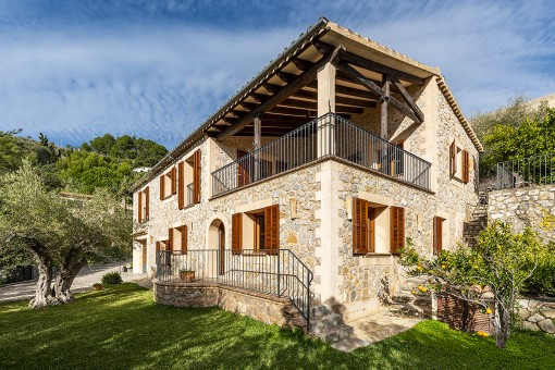 Tastefully-renovated finca in romantic Galilea...