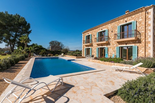 Impressive, newly-built natural stone country house on a large plot close to Felantix