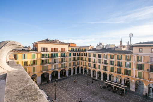 Sunny apartment with a small balcony and a communal roof terrace in the heart of Palma