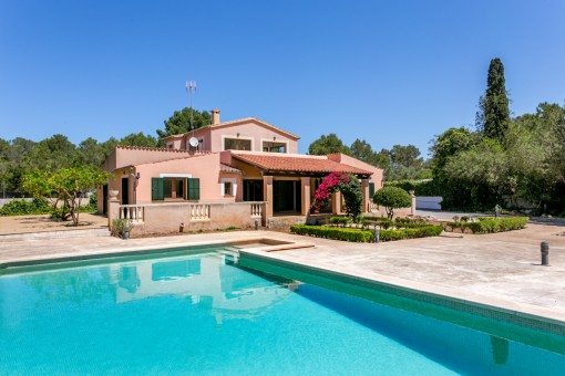 Beautiful finca in a quiet location with pool, heating and garden in Sa Cabaneta, Marratxi