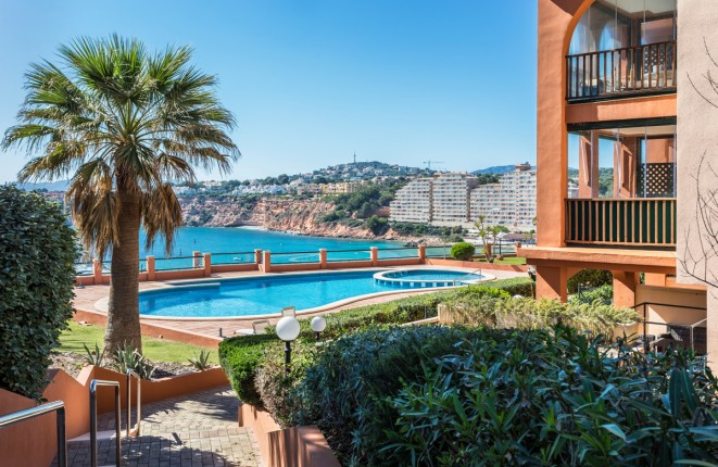 Top renovated penthouse in first sea line in exclusive residential complex in Port Adriano