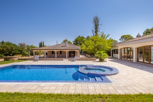 Villa with pool on a large plot in a quiet location in the urbanisation Son Ametler