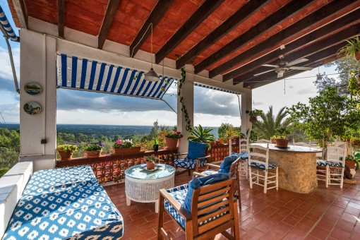 Romantic finca with one of the most beautiful sweeping views in Llucmajor