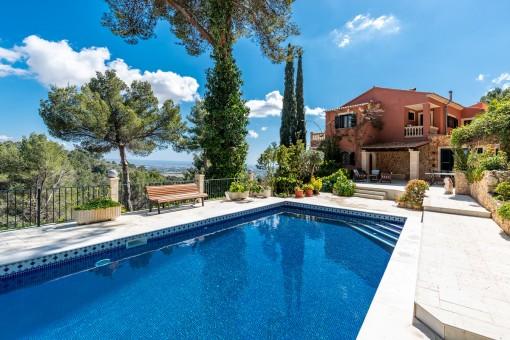 Luxurious sea-view villa in an absolute...