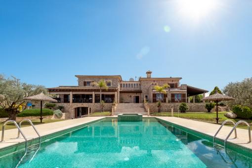 Elegant finca with fantastic panoramic views...