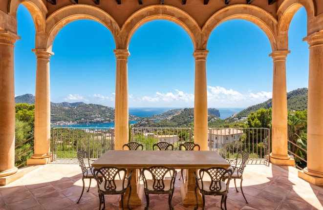 Magnificent luxurious villa on the highest...